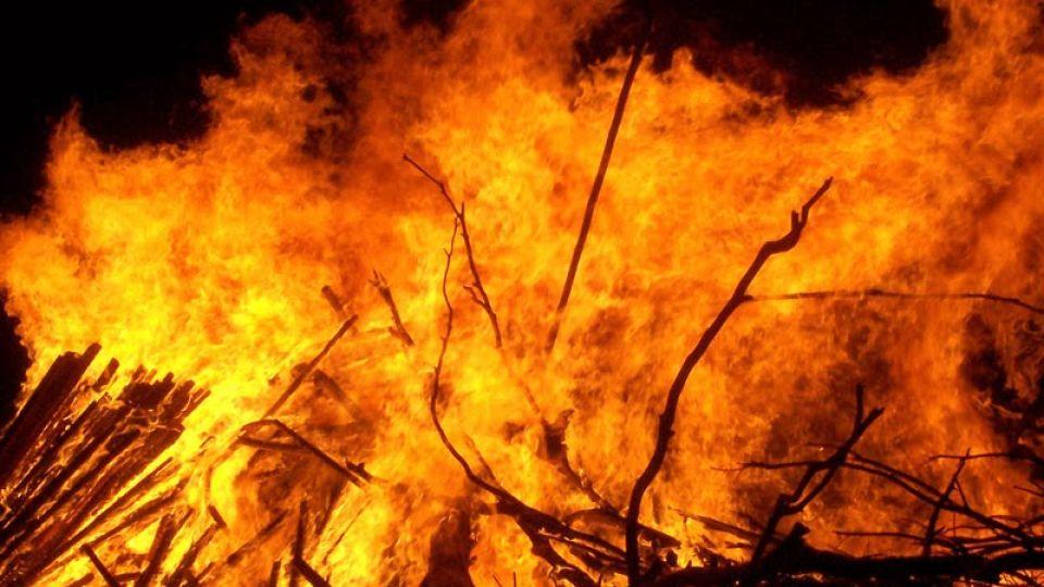 Large_bonfire.jpg